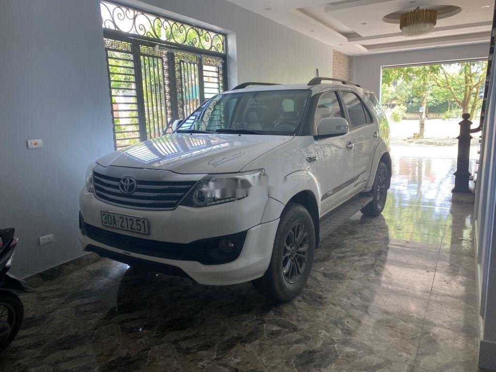 Bán xe Toyota Fortuner sản xuất năm 2015, màu trắng, nhập khẩu số tự động (4)