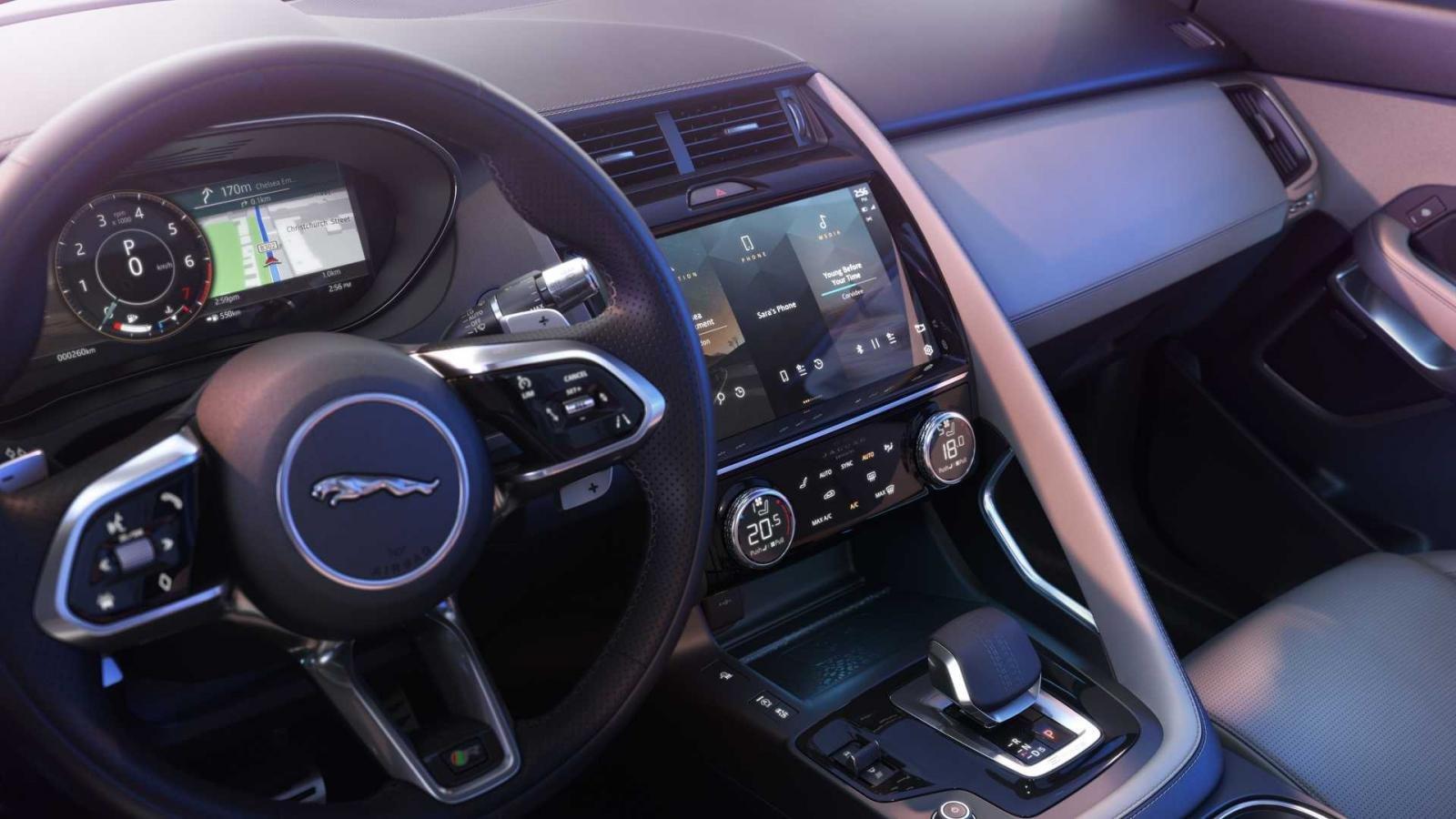 Jaguar E-Pace 2021 tích hợp công nghệ hiện đại.