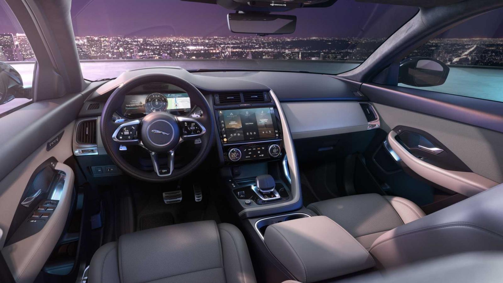 Jaguar E-Pace 2021 sở hữu ngôn ngữ quen thuộc nhưng đẹp mắt hơn.
