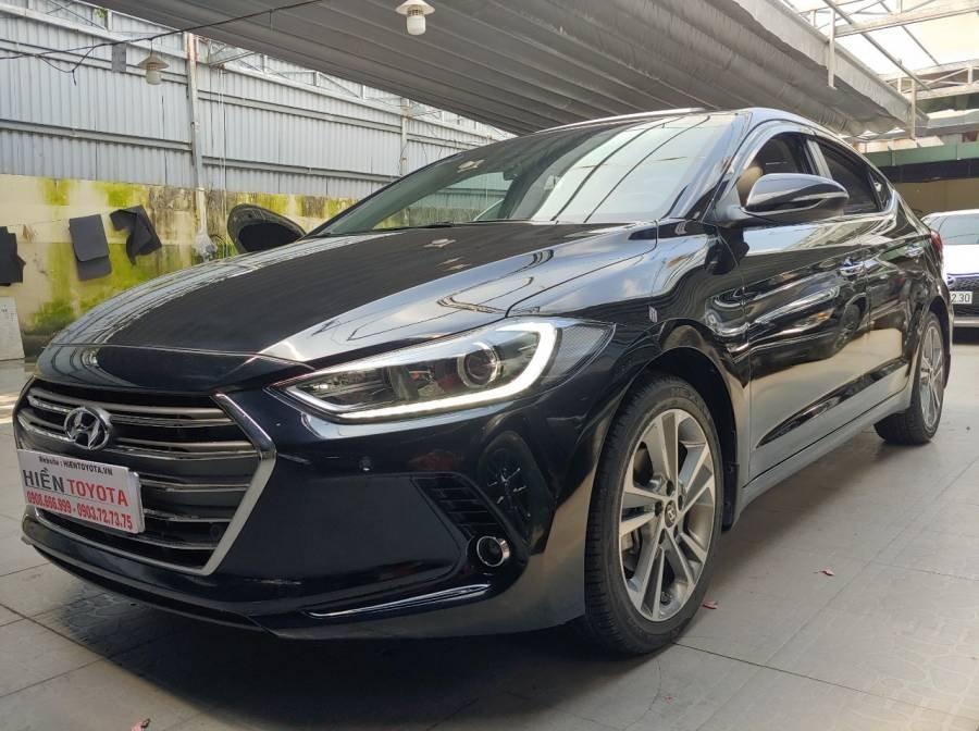 Bán Hyundai Elantra sản xuất năm 2017, màu đen như mới (3)
