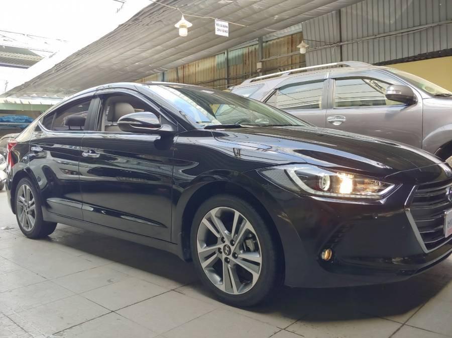 Bán Hyundai Elantra sản xuất năm 2017, màu đen như mới (2)