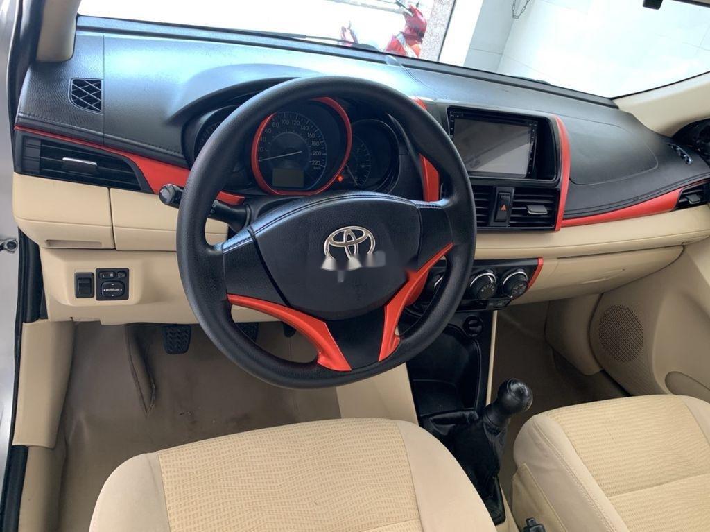 Cần bán xe Toyota Vios sản xuất 2015, màu bạc số sàn, 318tr (6)