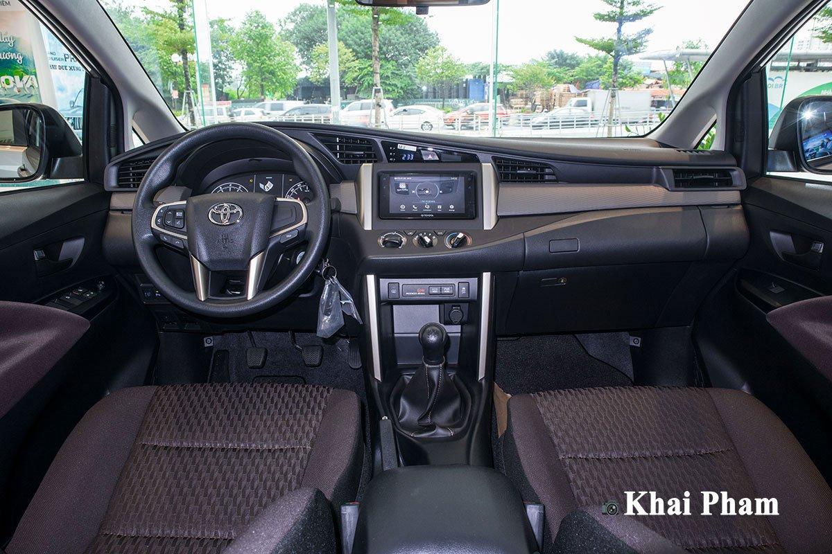 Ảnh Khoang lái xe Toyota Innova 2020