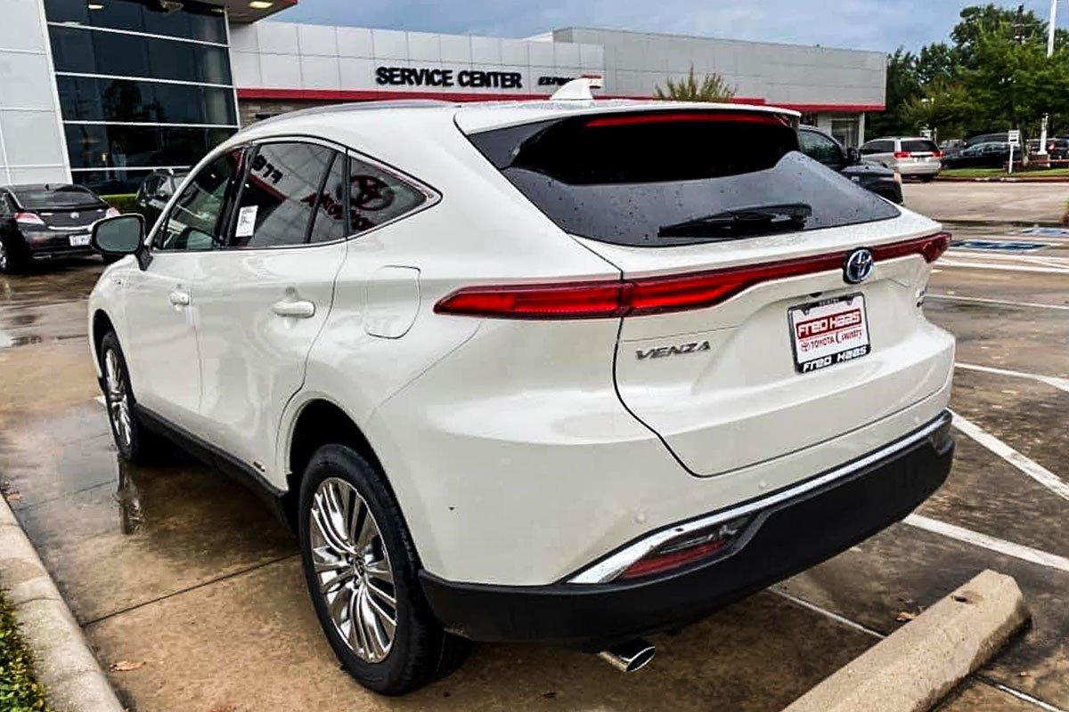 Hình ảnh thực tế Toyota Venza 2021, đại lý tư nhân Việt chào bán với giá xe sang  a6