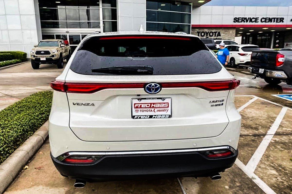 Hình ảnh thực tế Toyota Venza 2021, đại lý tư nhân Việt chào bán với giá xe sang  a5