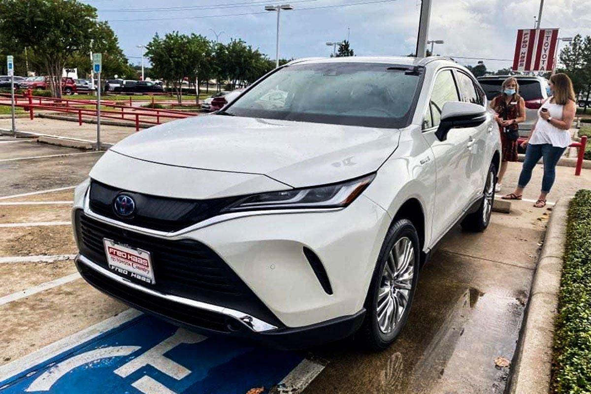 Hình ảnh thực tế Toyota Venza 2021, đại lý tư nhân Việt chào bán với giá xe sang  a4