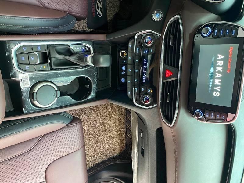 Xe Hyundai Santa Fe năm sản xuất 2020 còn mới (17)