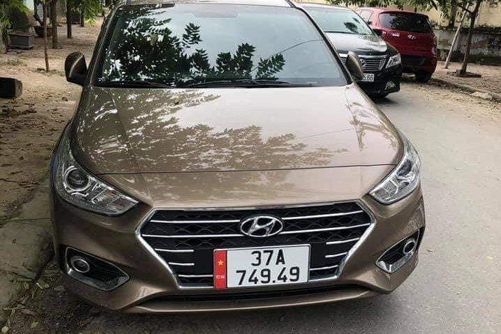 Hyundai Accent mang biển số 37A-649.49 1