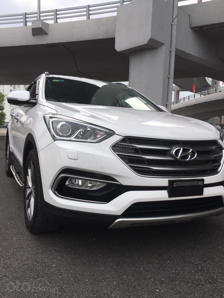 Bán gấp chiếc Hyundai Santa Fe 2.2L 4WD cuối 2017, xe còn mới, giá ưu đãi (4)