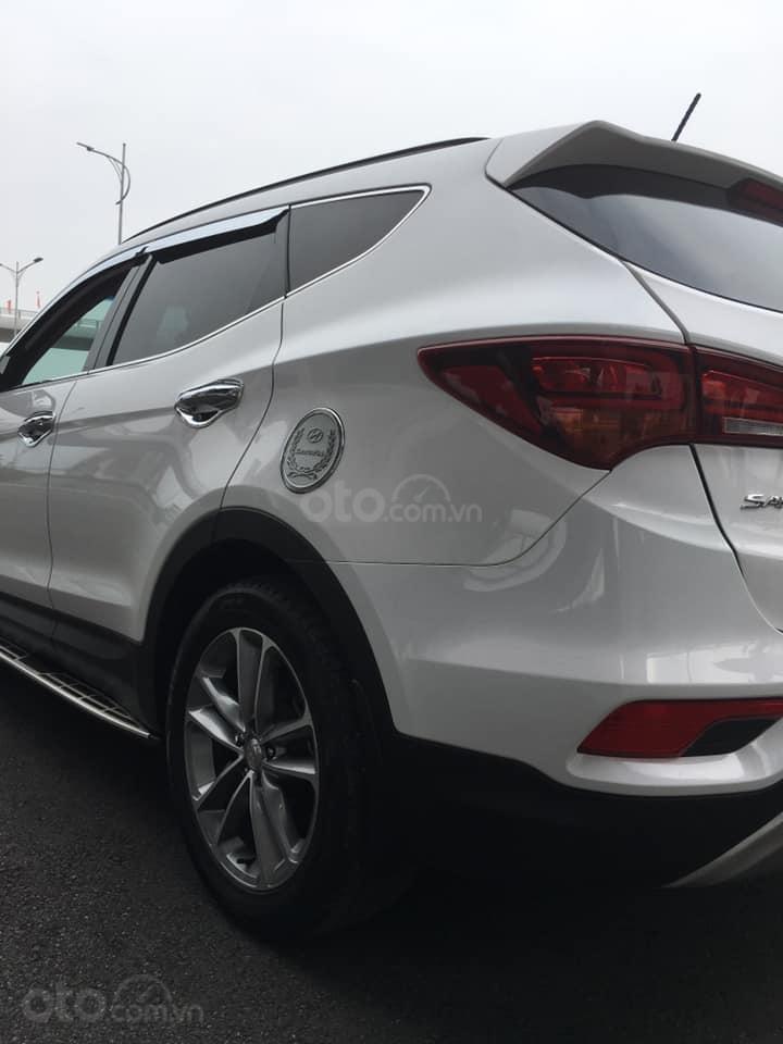 Bán gấp chiếc Hyundai Santa Fe 2.2L 4WD cuối 2017, xe còn mới, giá ưu đãi (6)