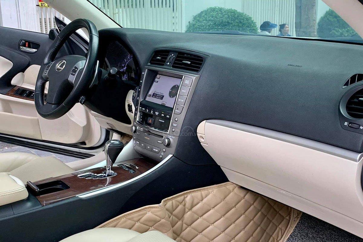 Khu vực bảng táp-lô xe Lexus IS250C 2011 1