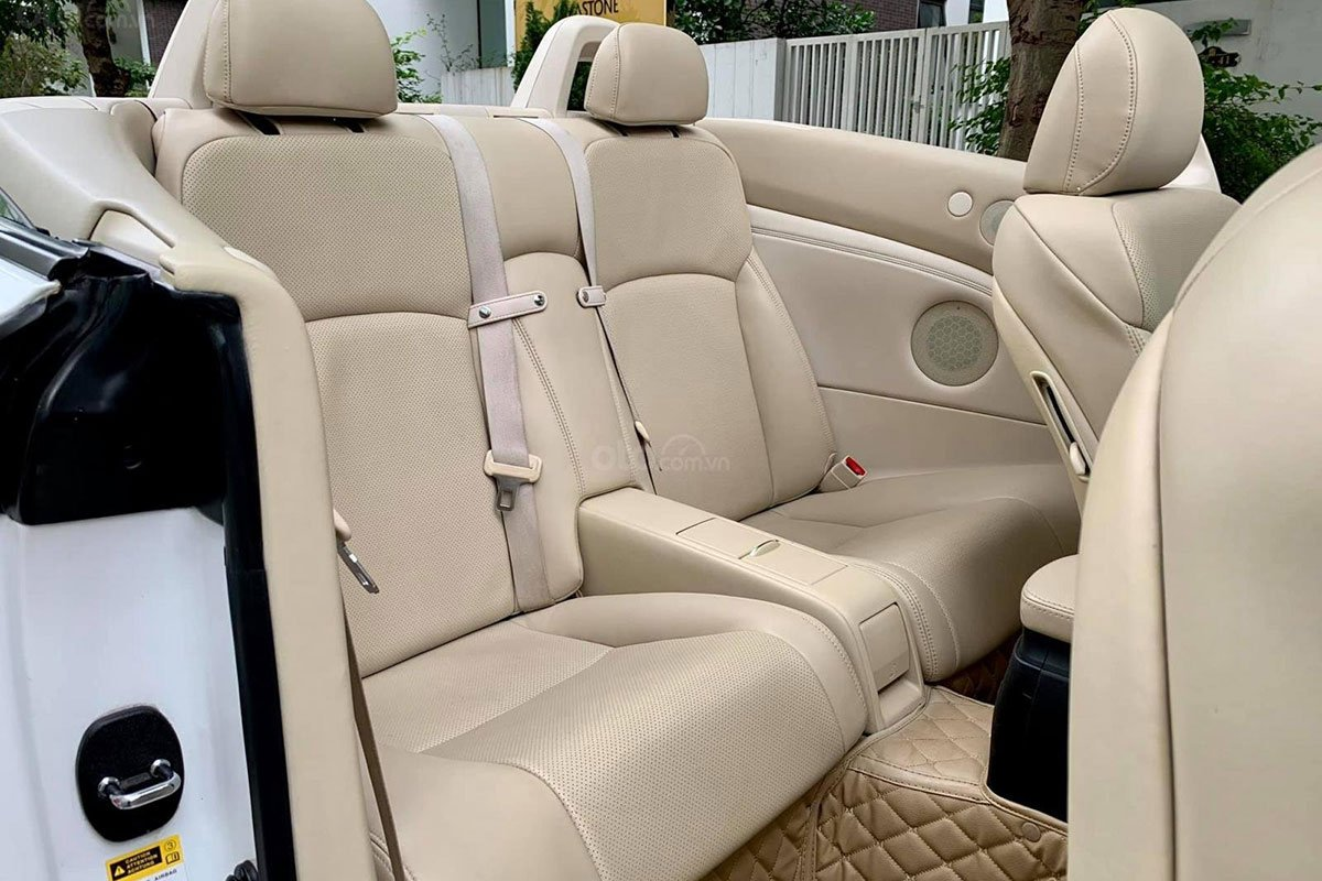 Hàng ghế sau xe Lexus IS250C 2011 1