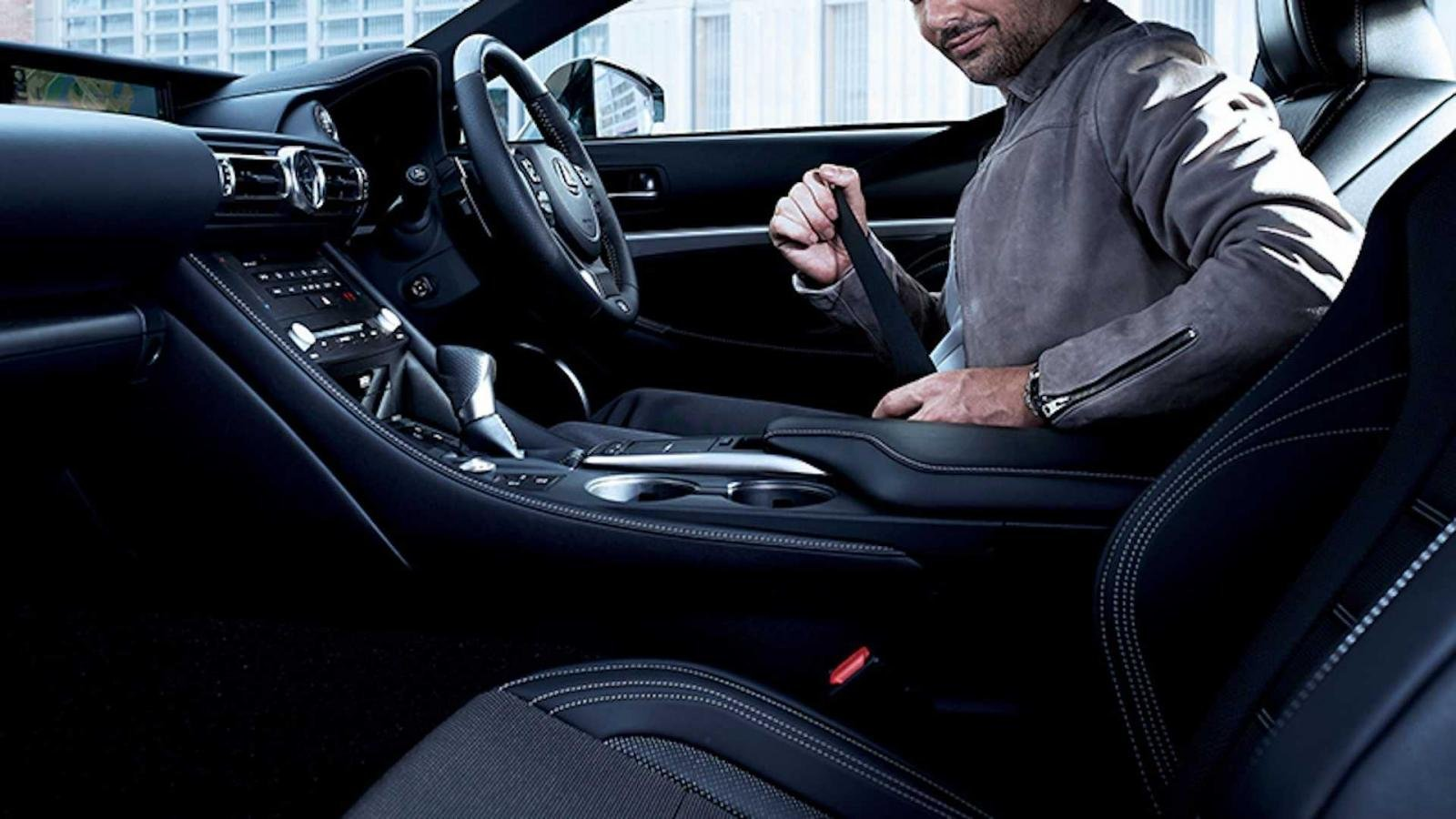 Lexus RC Emotional Ash Edition hứa hẹn trải nghiệm lái phong cách.