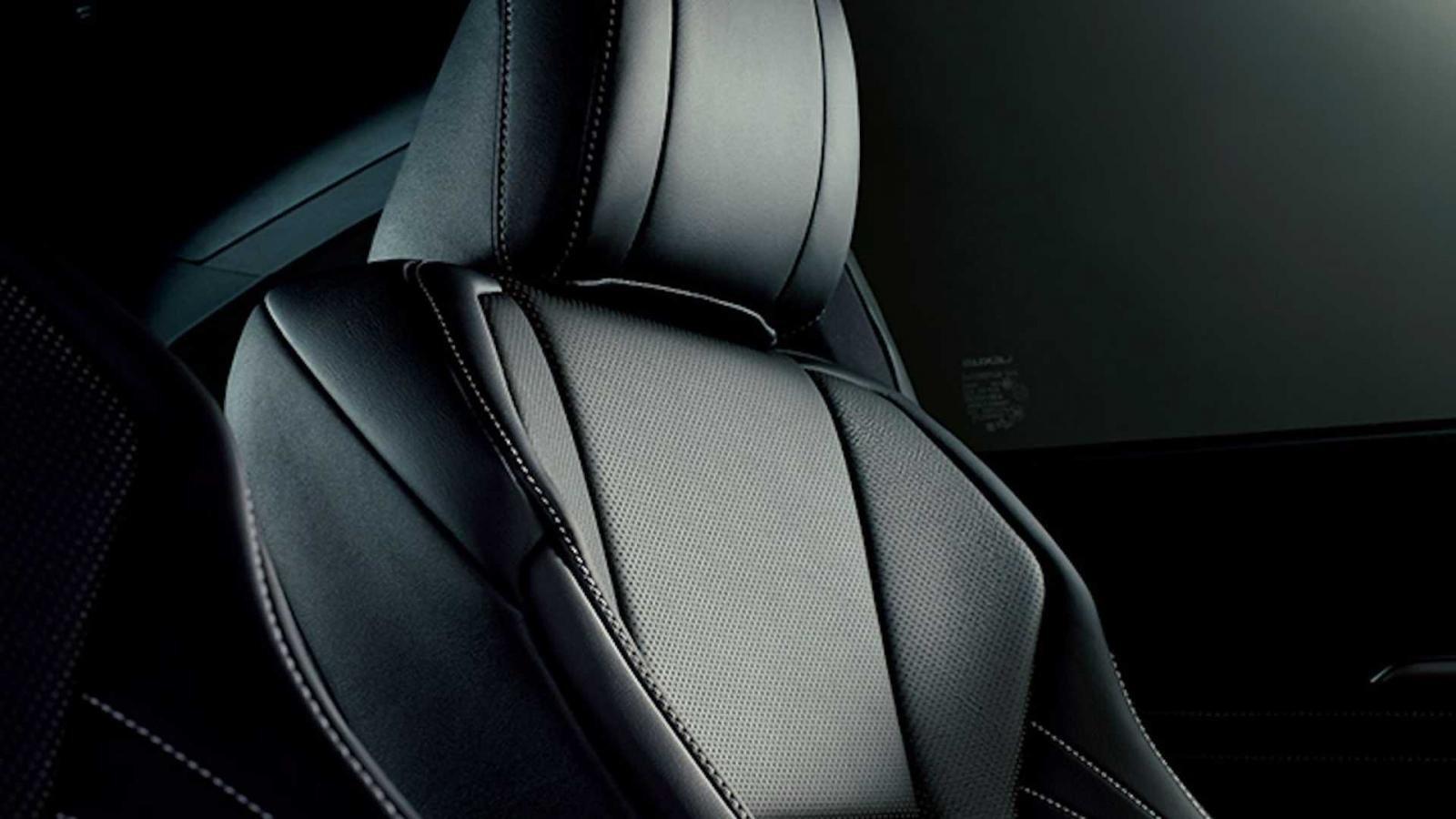 Nội thất Lexus RC Emotional Ash Edition cũng được trang trí cùng tông với ngoại thất.