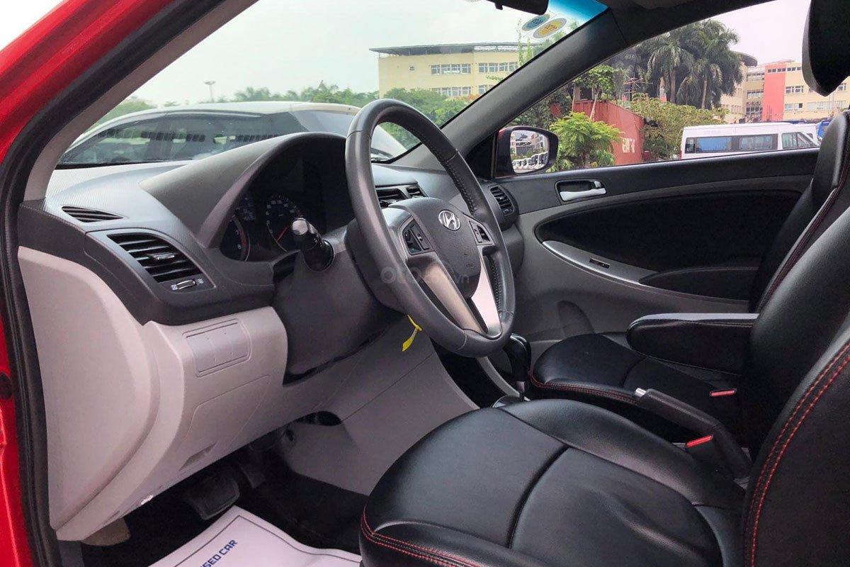Không gian hàng ghế trước xe Hyundai Accent 2015 hatchback 1