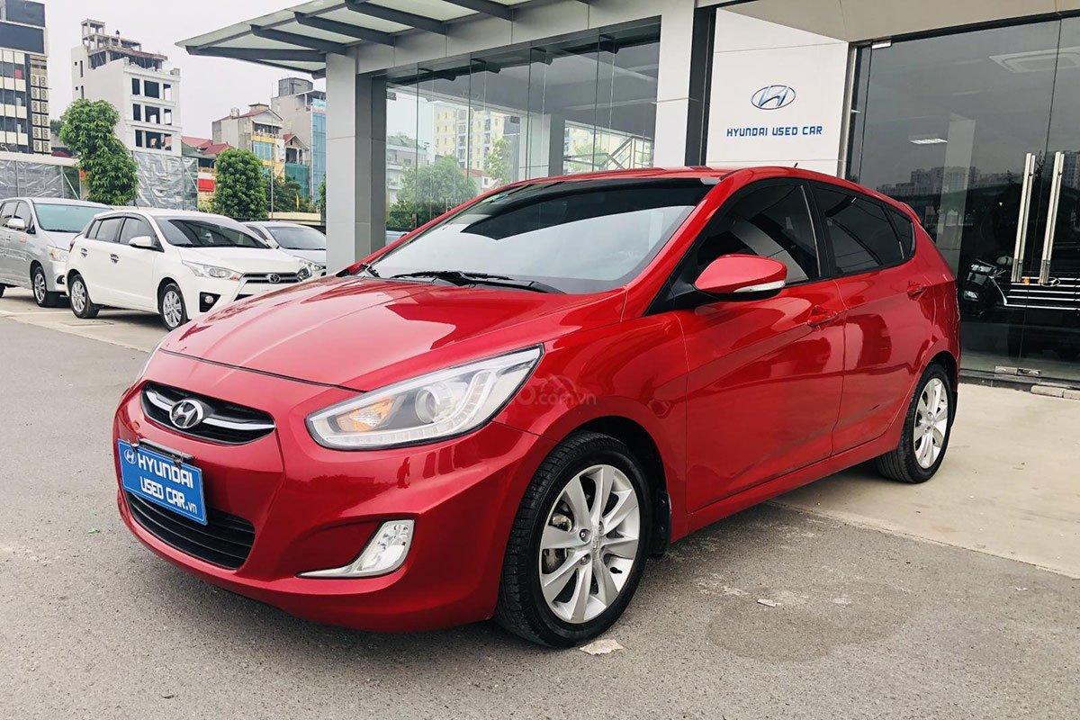 Hyundai Accent cũ nhập Hàn bán ngang xe mới