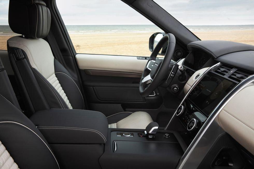 Land Rover Discovery 2021 tích hợp loạt công nghệ tiện lợi tân tiến.