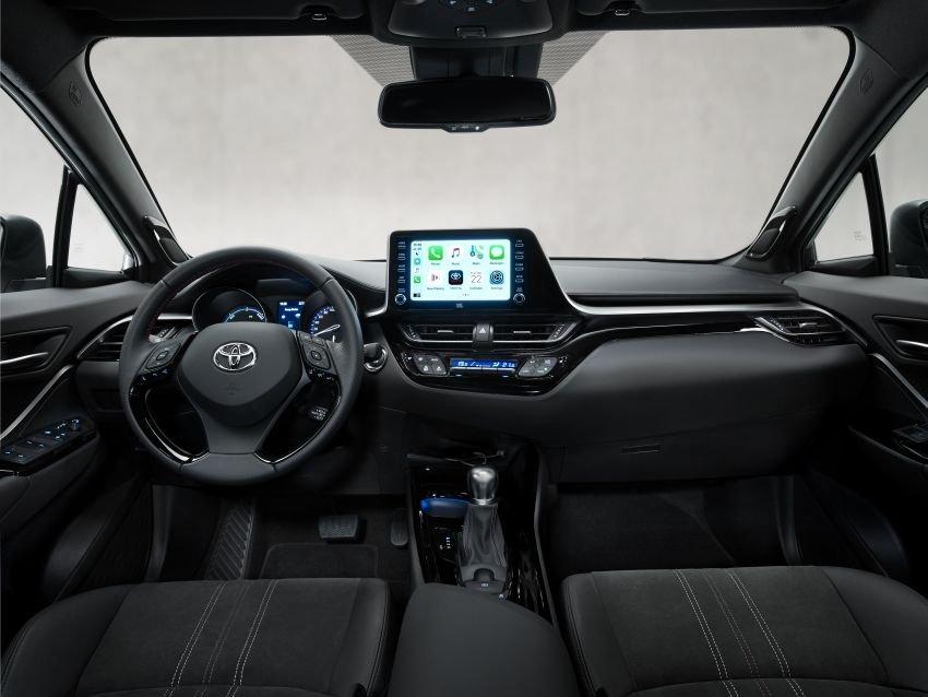 Toyota C-HR 2021 GR Sport mang đến cảm giác hiện đại, năng động.
