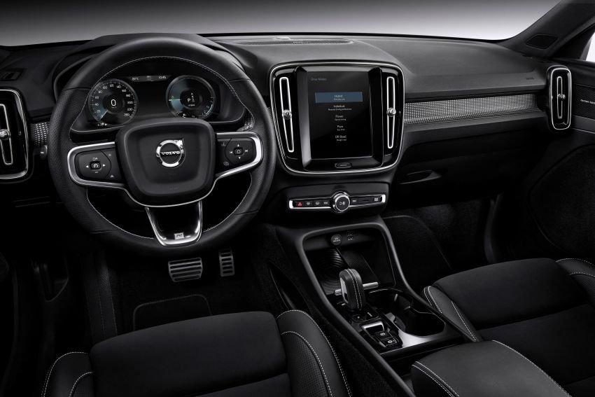 Volvo XC40 Recharge T5 trang bị hiện đại.