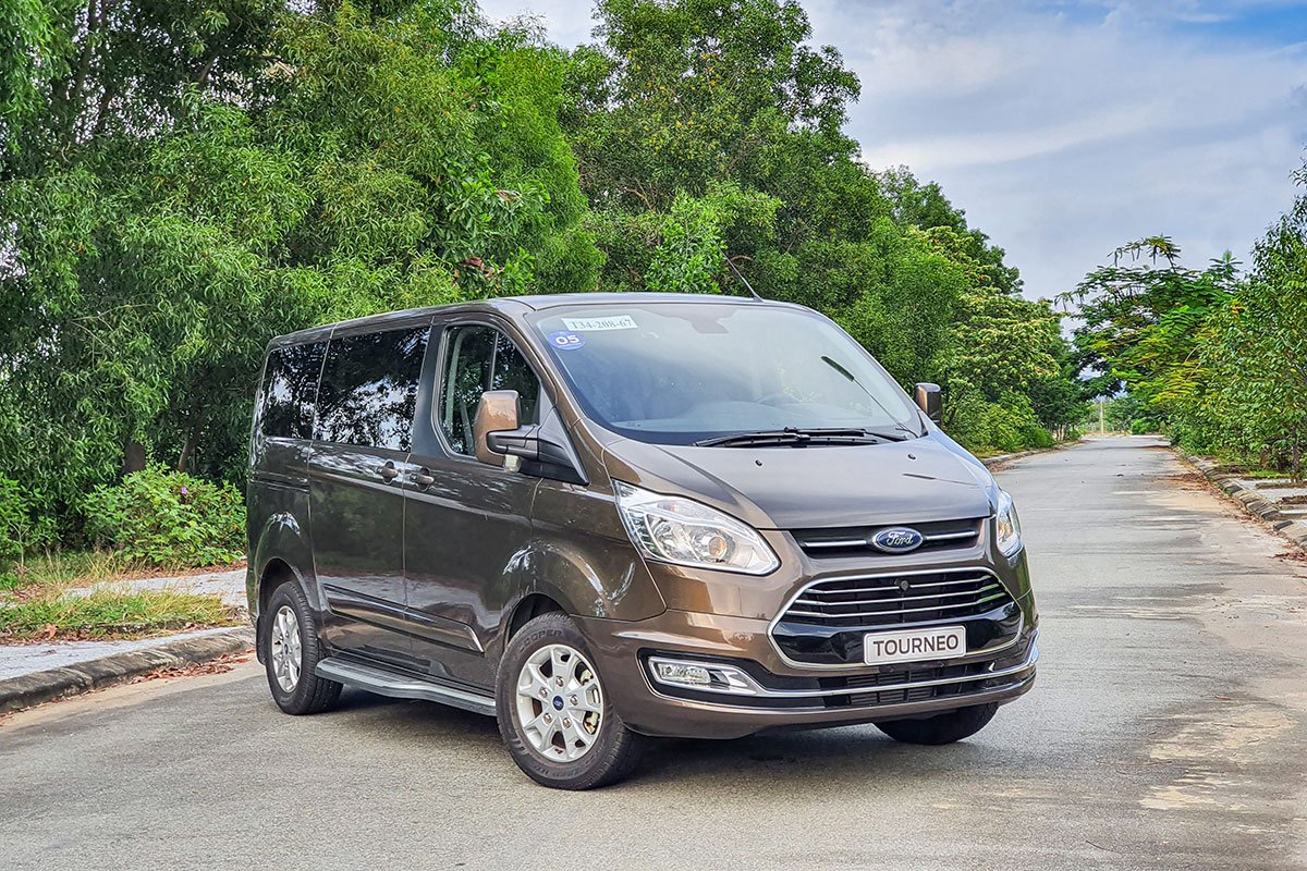Giá xe Ford Tourneo 2021