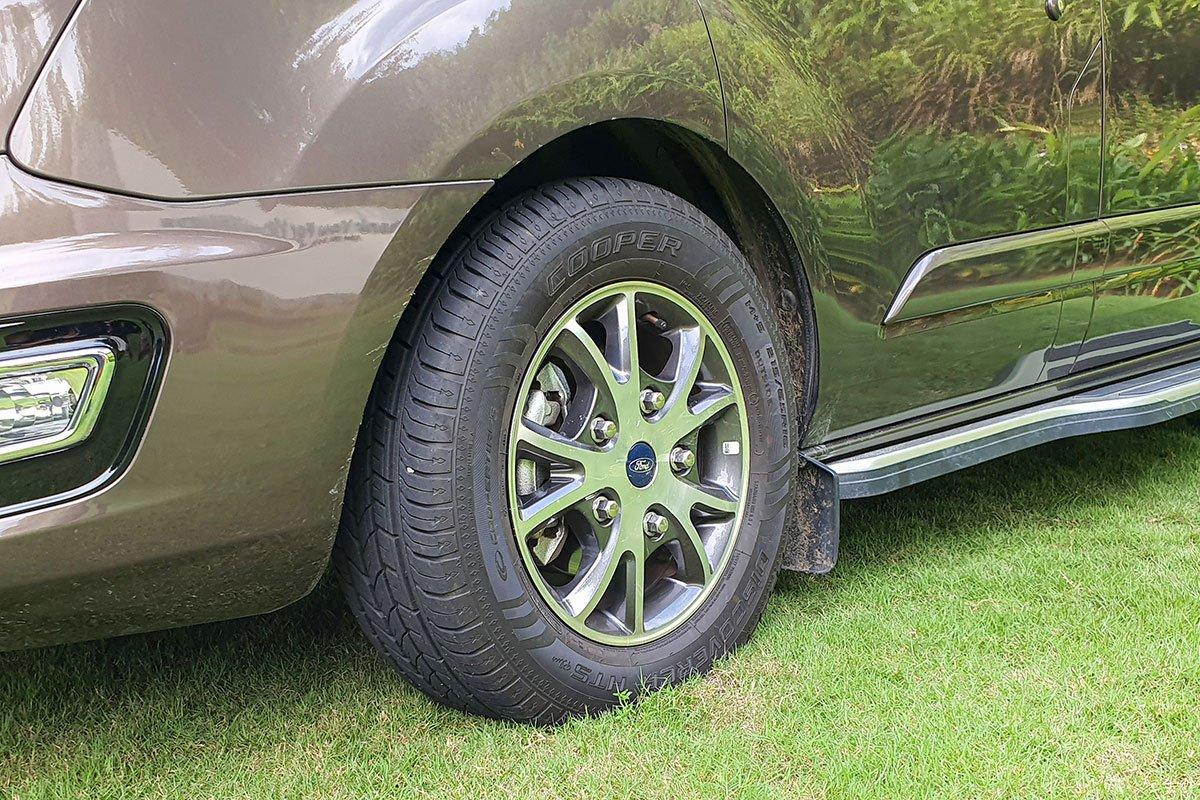 Ngoại thất Ford Tourneo - Ảnh 4.