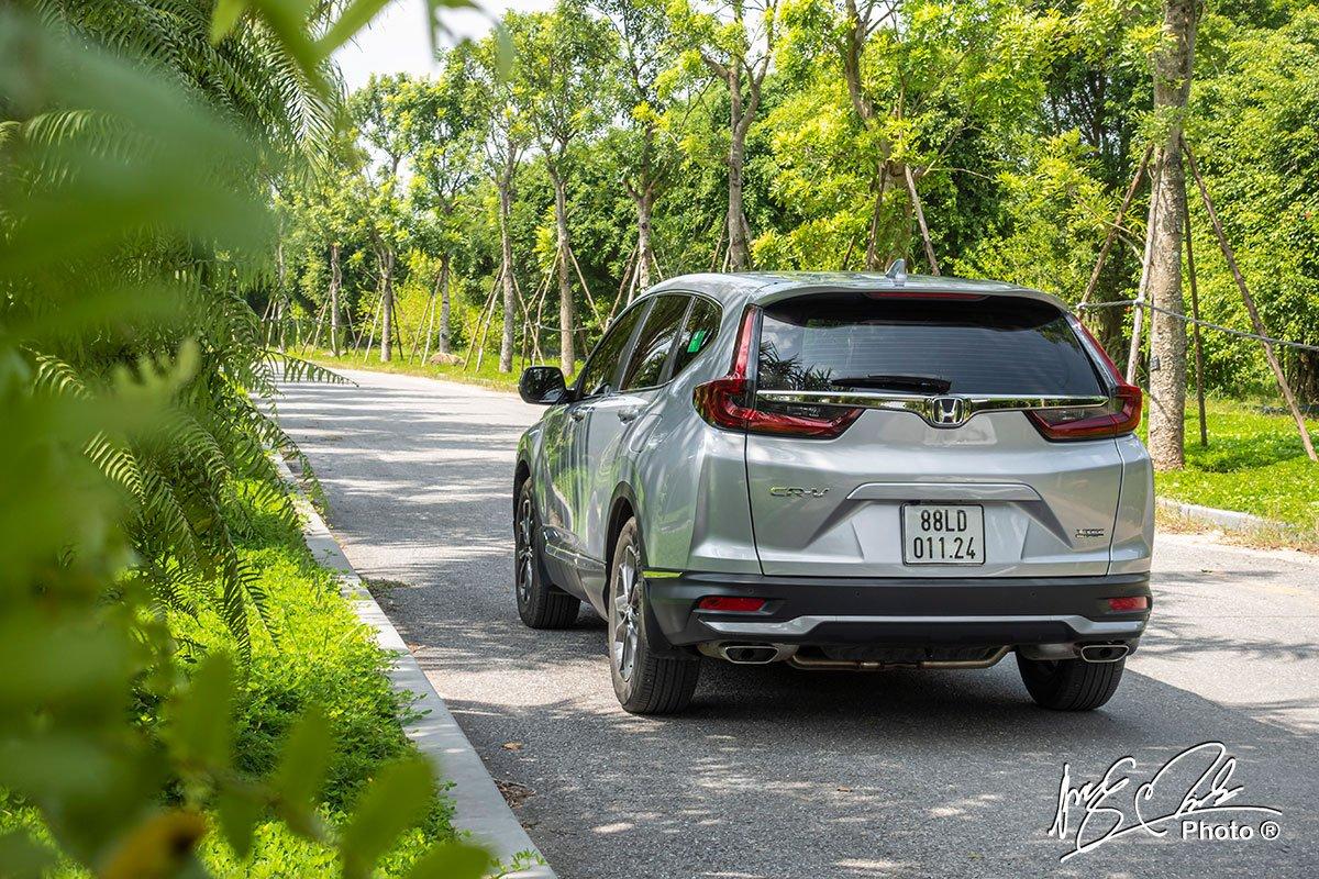 Đuôi xe của Honda CR-V L 2020-2021 có một chút thay đổi nhỏ.