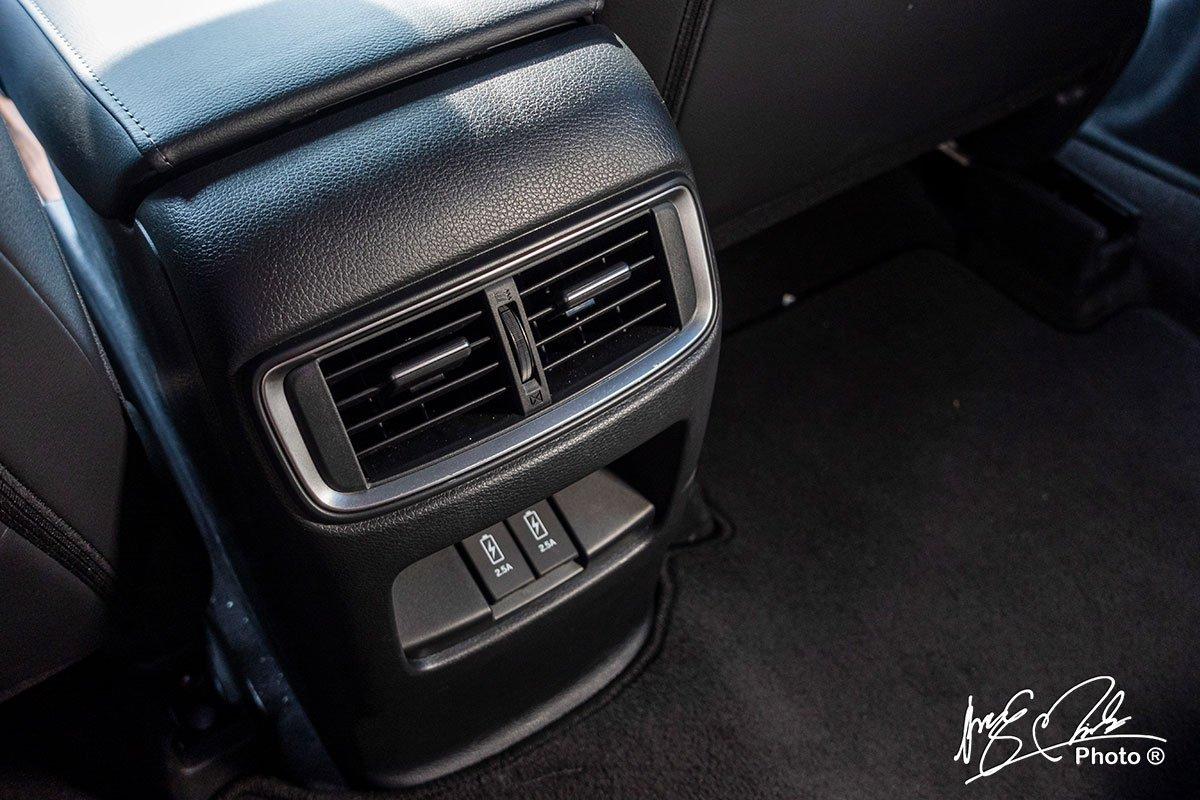 Cửa gió cho hàng ghế sau và cổng sạc bổ sung thêm trên Honda CR-V L 2020-2021.
