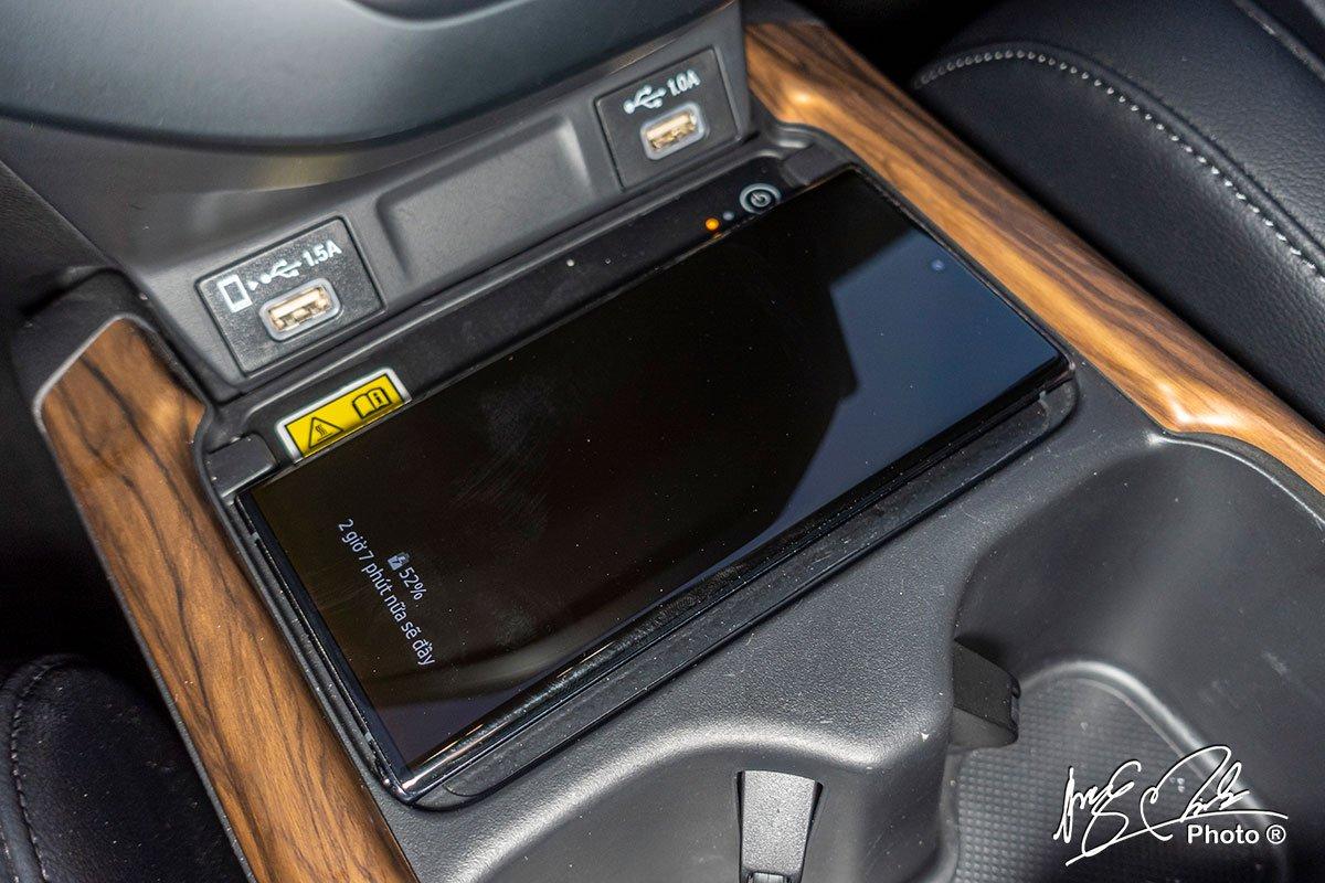 Sạc không dây chuẩn Qi và các cổng kết nối trên Honda CR-V L 2020-2021.