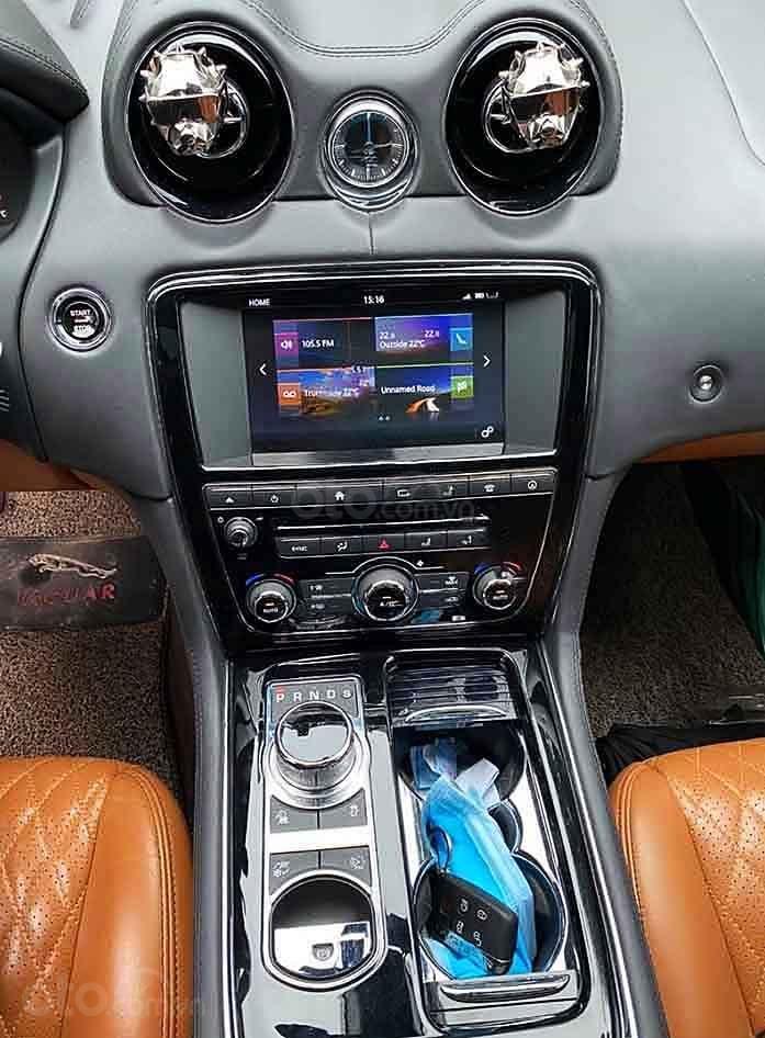 Cần bán gấp Jaguar XJ sản xuất 2017, màu trắng, xe nhập còn mới (2)