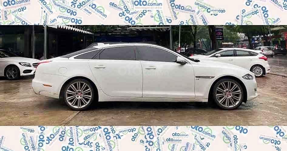Cần bán gấp Jaguar XJ sản xuất 2017, màu trắng, xe nhập còn mới (4)
