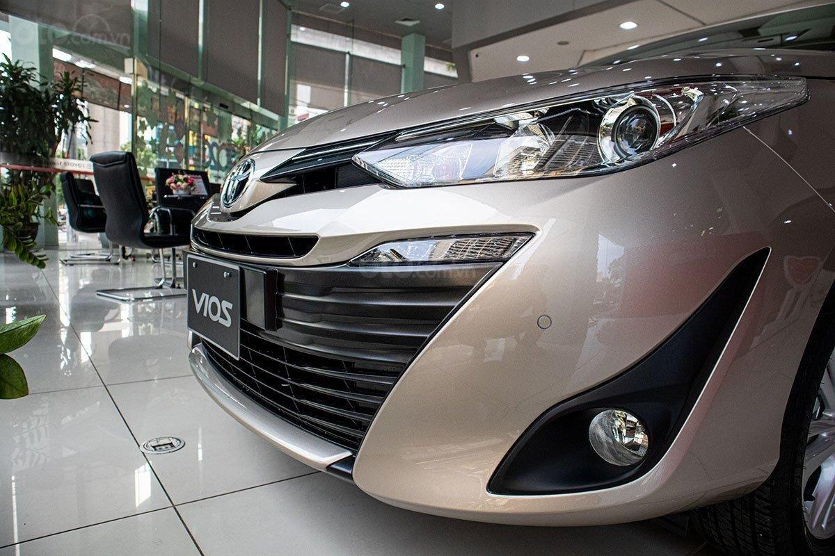 Toyota Vios 2020 còn 30 ngày giảm phí trước bạ 50%, KM tiền mặt kèm tặng phụ kiện, giao xe ngay (3)