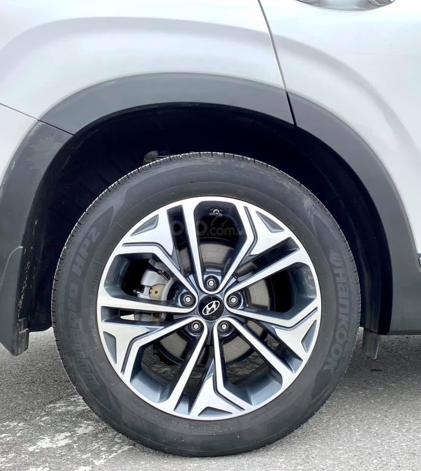 Cần bán nhanh chiếc Hyundai Santafe máy dầu đặc biệt đời 2019 giao nhanh (8)