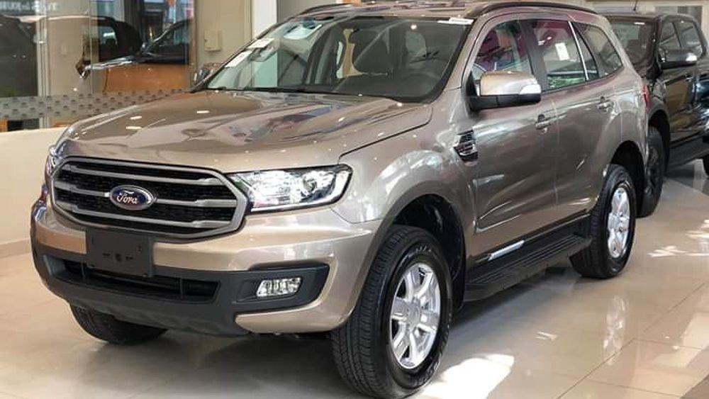 Giá Ford Ranger và Everest tại đại lý giảm mạnh đẩy hàng tồn.