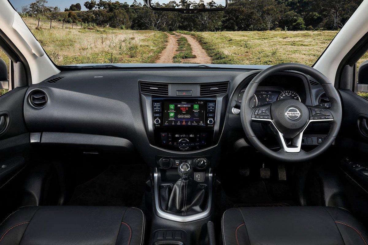 Ảnh Khoang lái xe Nissan Navara 2021