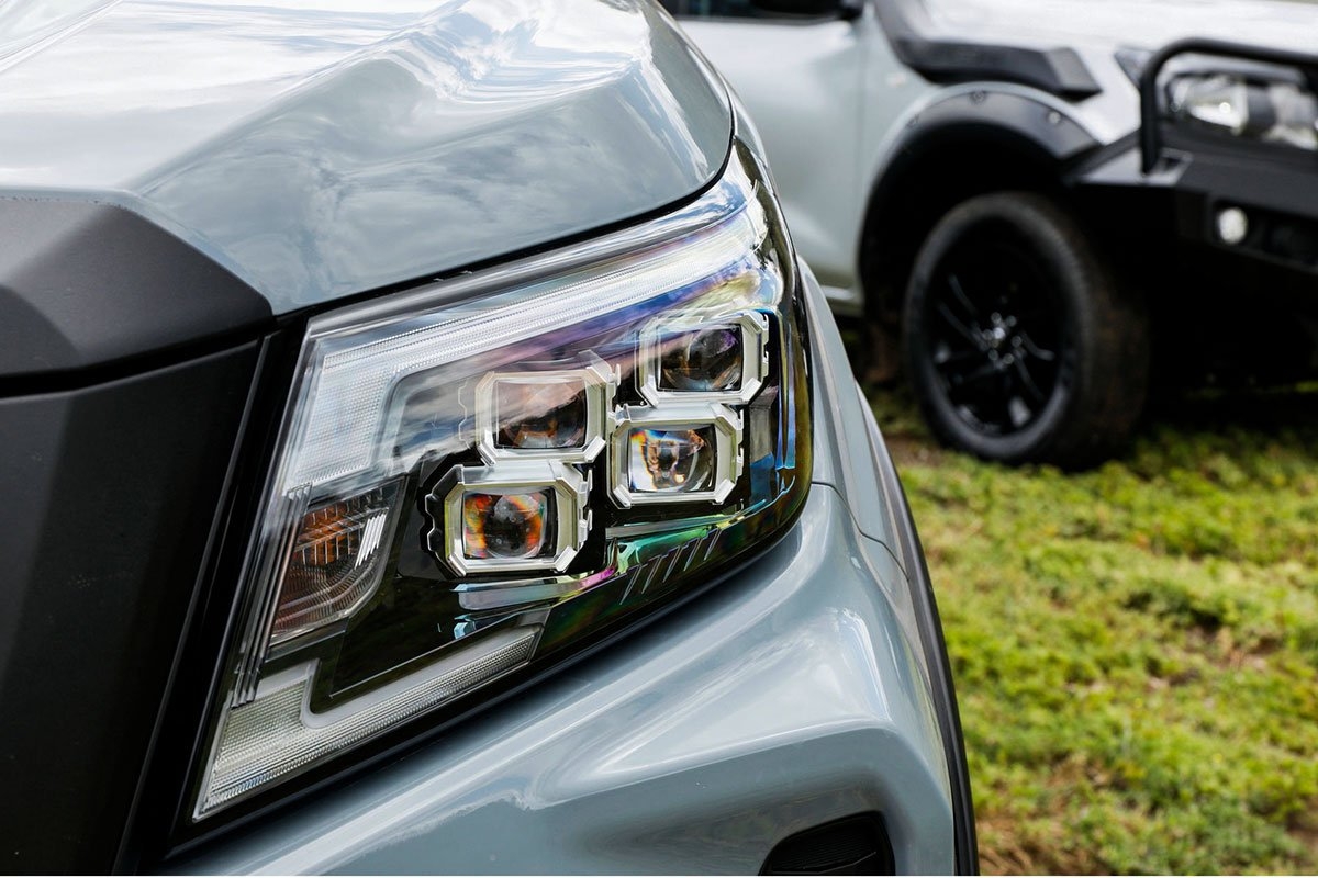 Ảnh Đèn pha xe Nissan Navara 2021