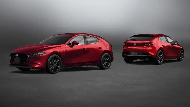 Mazda 3 2021 nâng cấp công nghệ lái với nhiều tính năng tiện lợi hấp dẫn.