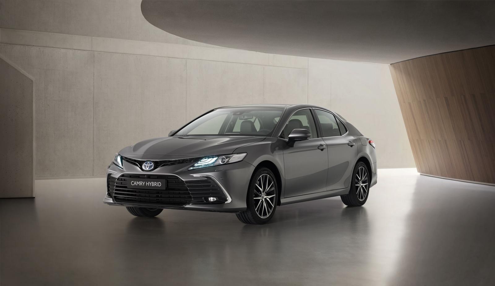 Toyota Camry Hybrid 2021 ra mắt châu Âu 1
