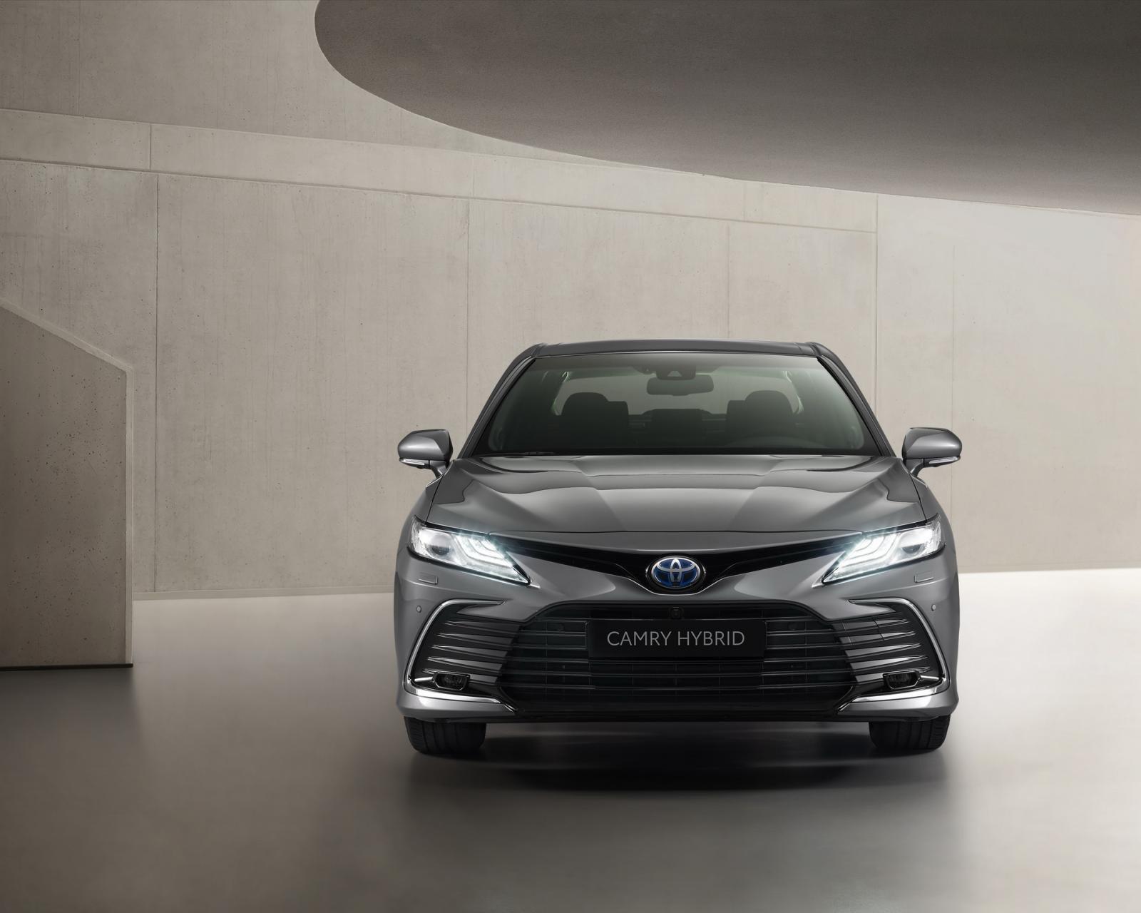 Thiết kế đầu xe Toyota Camry Hybrid 2021 1