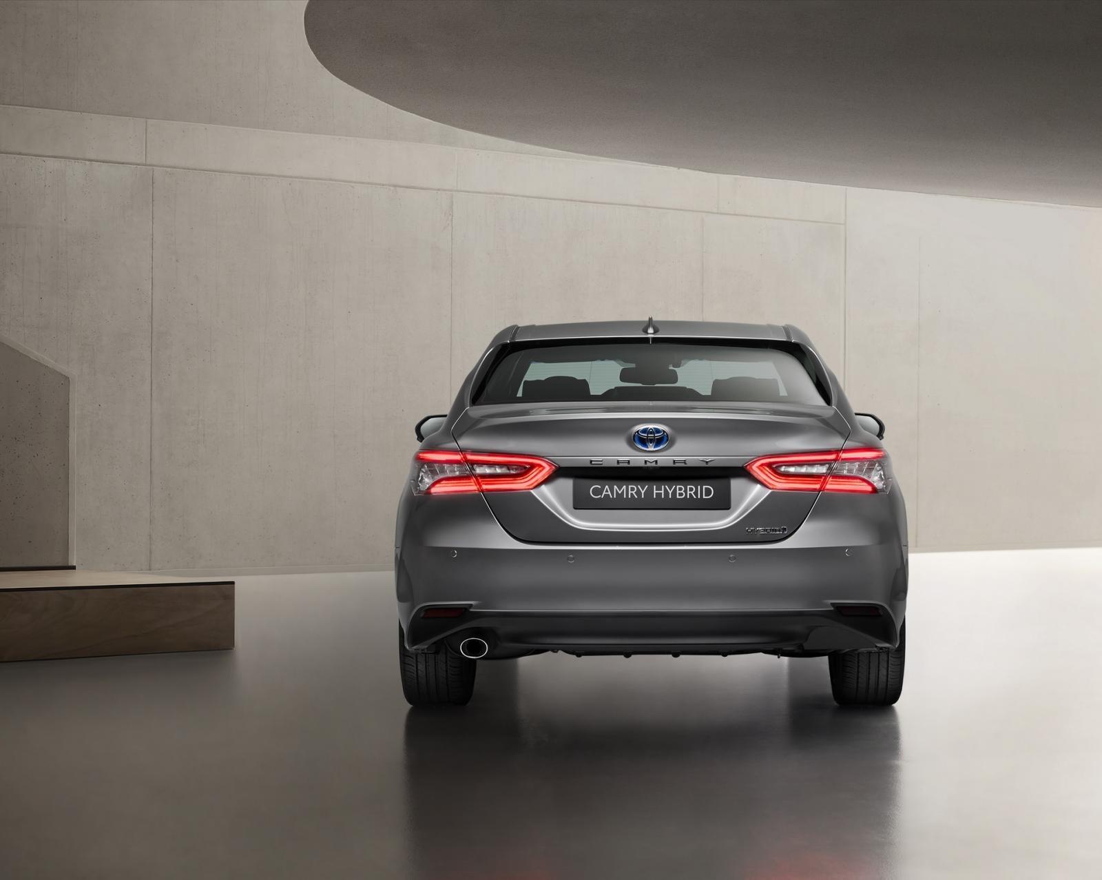 Thiết kế đuôi xe Toyota Camry Hybrid 2021 1