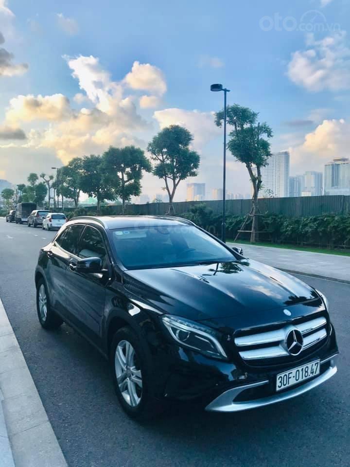 Cần bán xe Mercedes-Benz GLA 200 1.6 AT SX 2015, màu trắng (1)