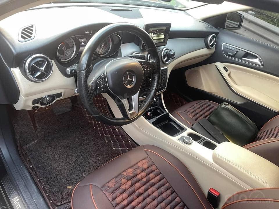 Cần bán xe Mercedes GLA 200 đời 2015, màu đen (4)