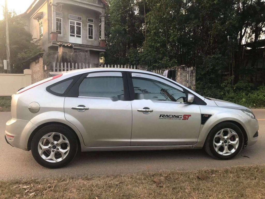 Cần bán xe Ford Focus sản xuất 2010, màu bạc chính chủ, 263 triệu (1)