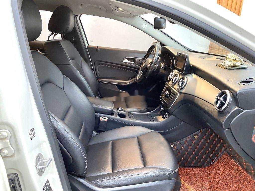 Cần bán xe Mercedes GLA-Class sản xuất 2017 còn mới (10)