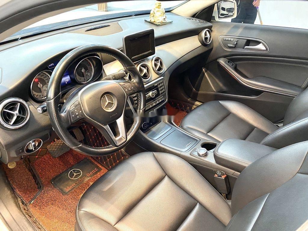Cần bán xe Mercedes GLA-Class sản xuất 2017 còn mới (8)