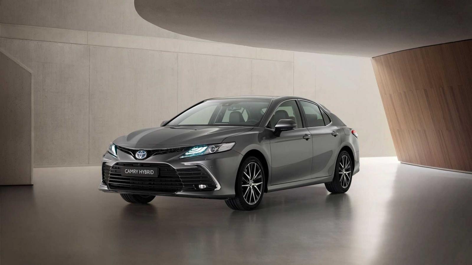 Toyota Camry 2021 nâng cấp mới vén màn tại trời tây.