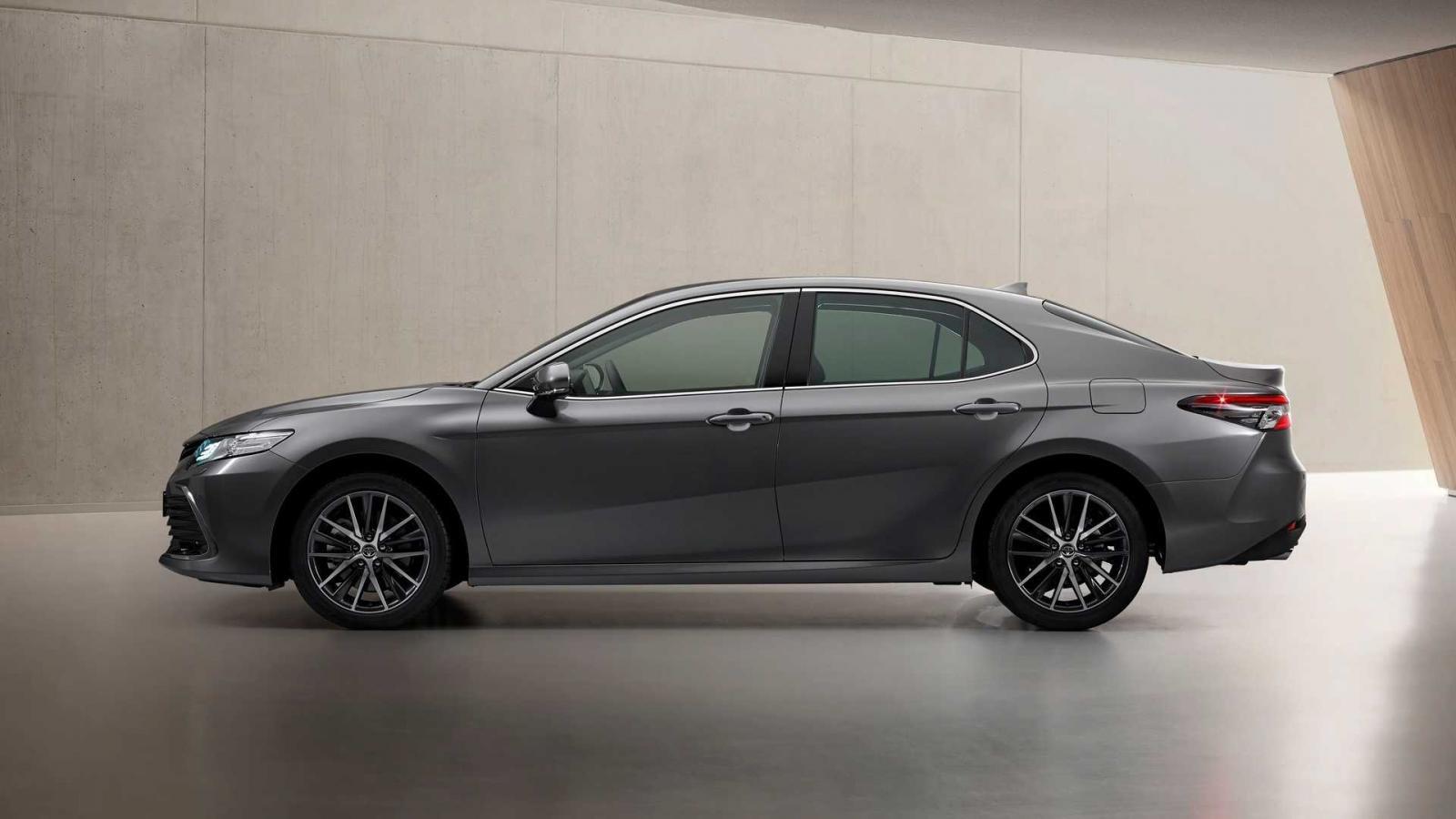 Toyota Camry 2021 nâng cấp mới hấp dẫn hơn nữa.