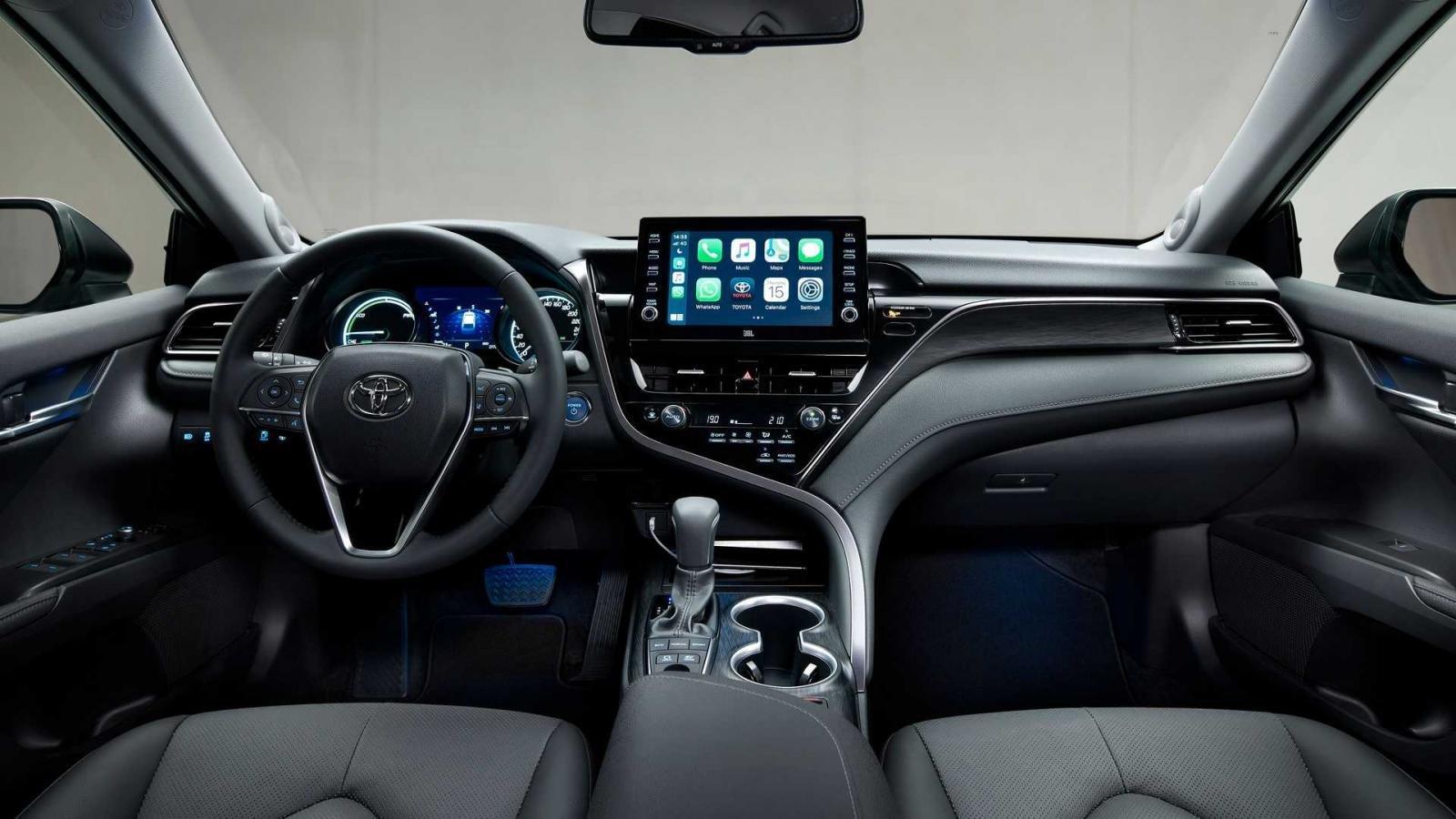 Toyota Camry 2021 nâng cấp mới bắt mắt và tiện dùng hơn.