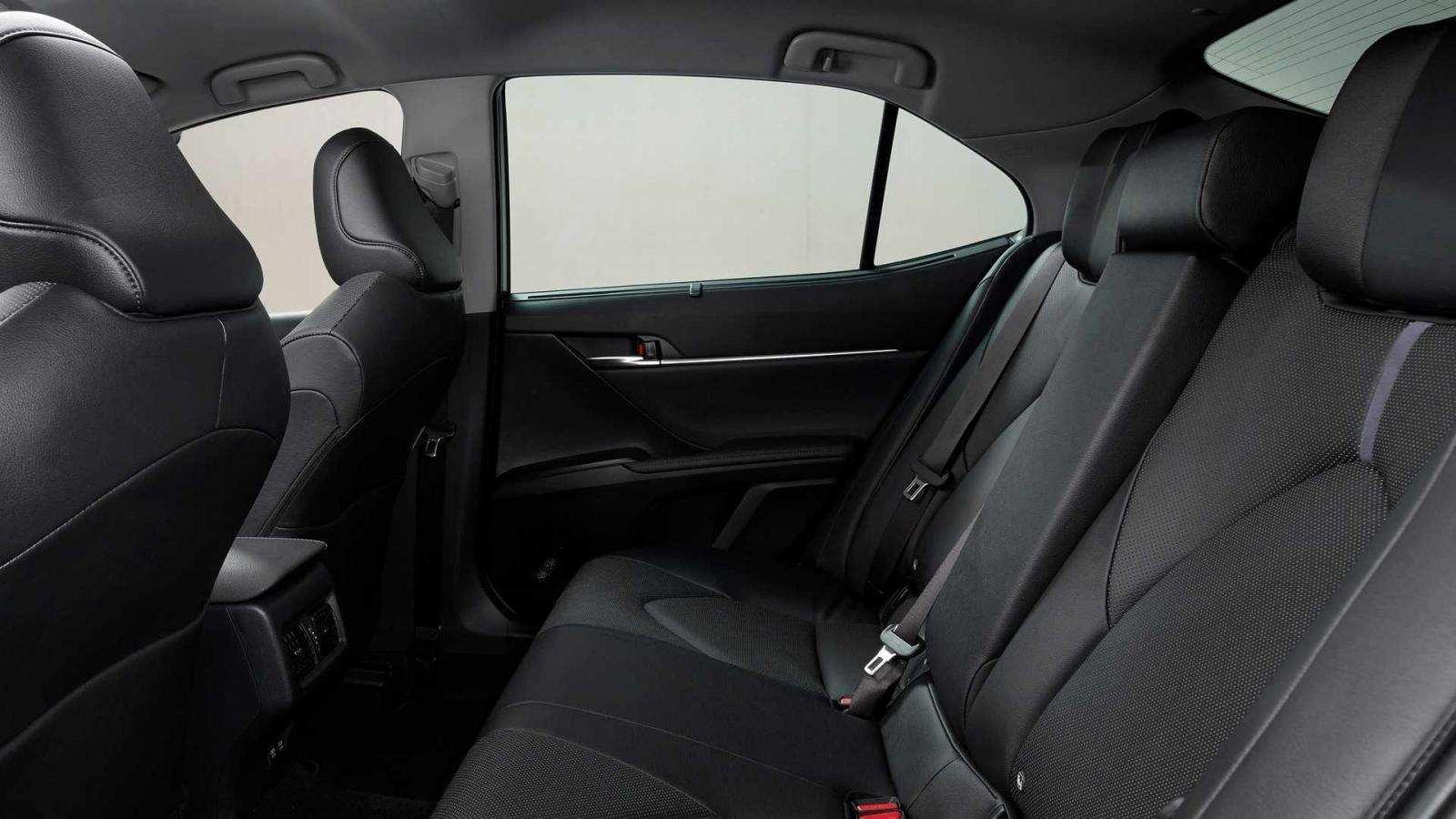 Toyota Camry 2021 nâng cấp mới hiện đại và cao cấp hơn.