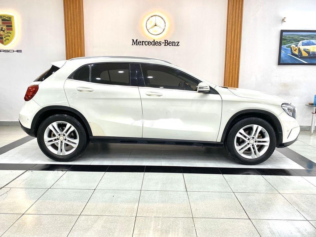 Cần bán xe Mercedes GLA-Class sản xuất 2017 còn mới (4)