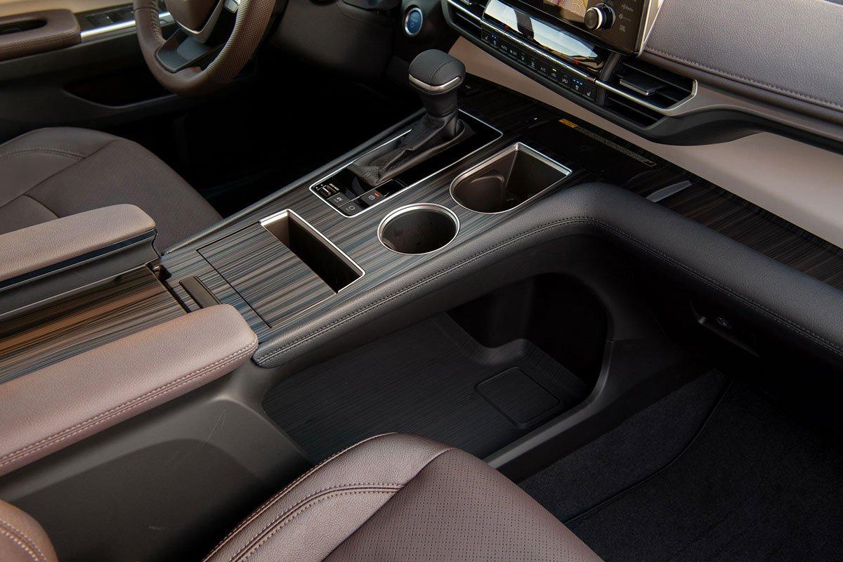 Ảnh Bệ điều khiển xe Toyota Sienna 2021